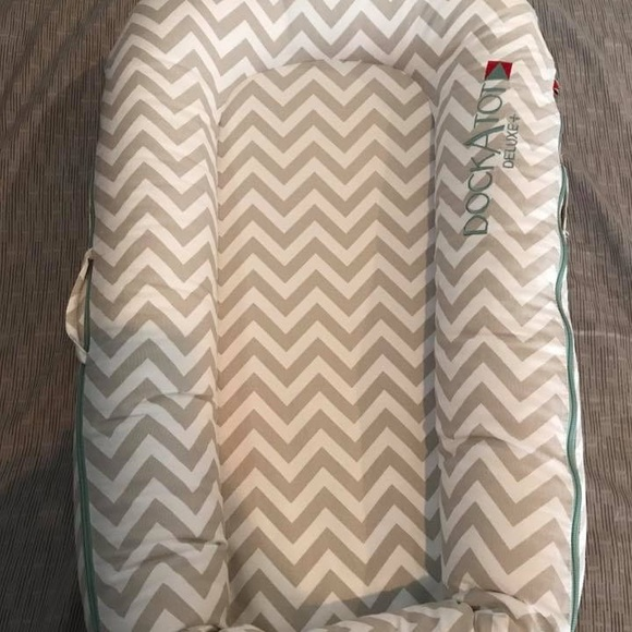 Dockatot Deluxe Plus Tan Chevron 0-8 Months Big Clearance Sale Baby